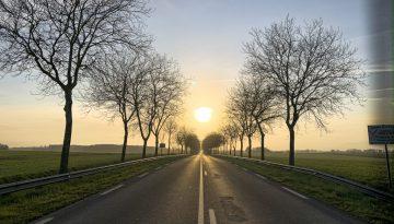... Aime rouler à contre-sens quand c'est en direction du soleil