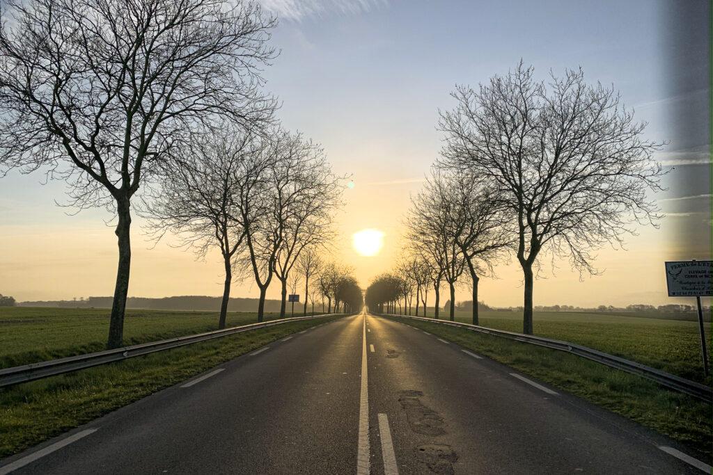 … Aime rouler à contre-sens quand c'est en direction du soleil