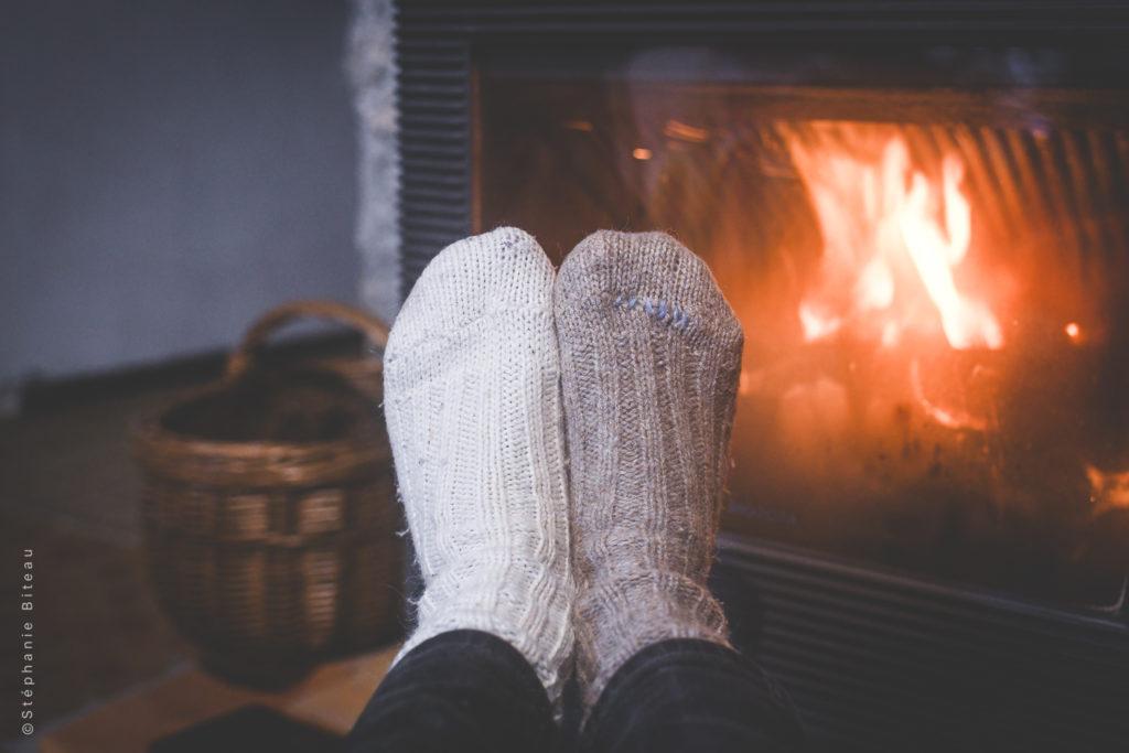 … Aime les soirées d'hiver au coin du feu, et les chaussettes de laine – Petit geste #32 : je reprise mes chaussettes